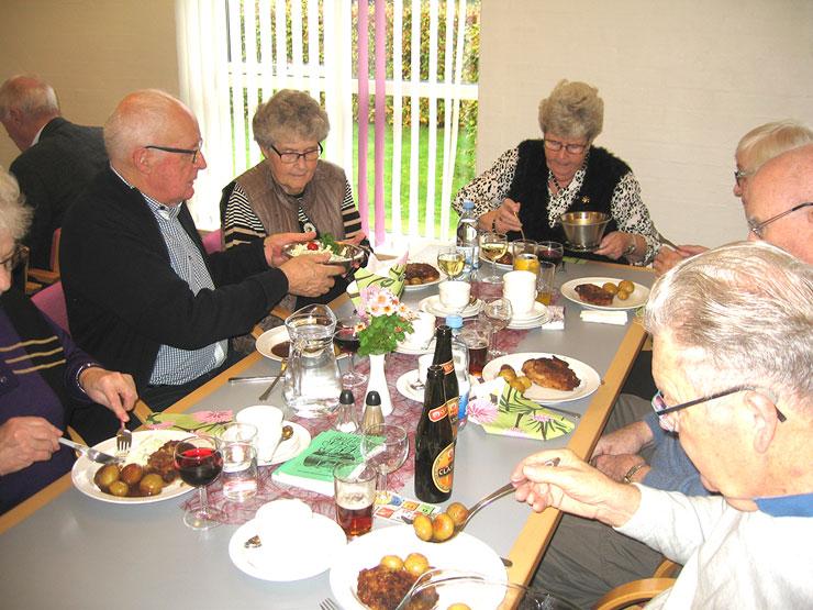 Sønderholm-Frejlev Seniorer holdt fællesspisning