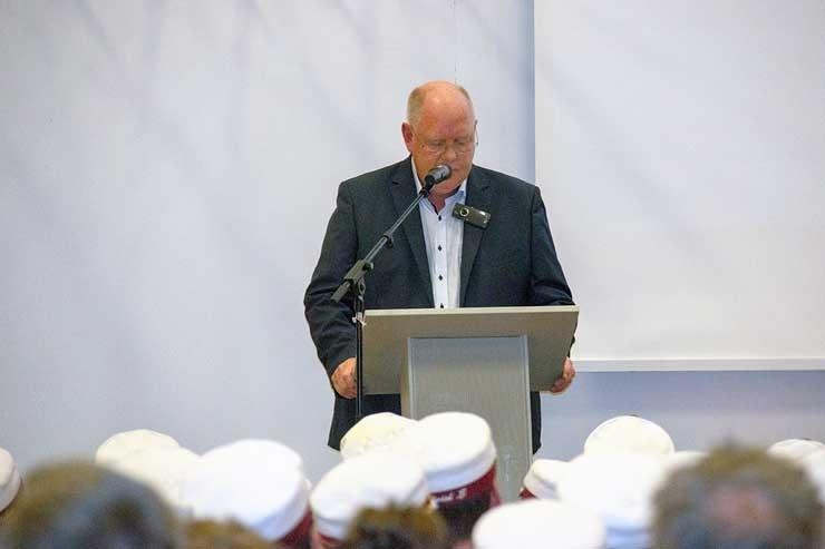 Rektor-Jens-Nielsen-gav-et-par-bevingede-ord-med-pa-vejen