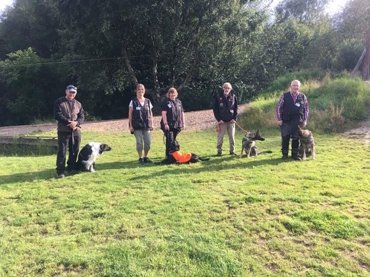 DcH-hunde træner for at kunne hjælpe andre